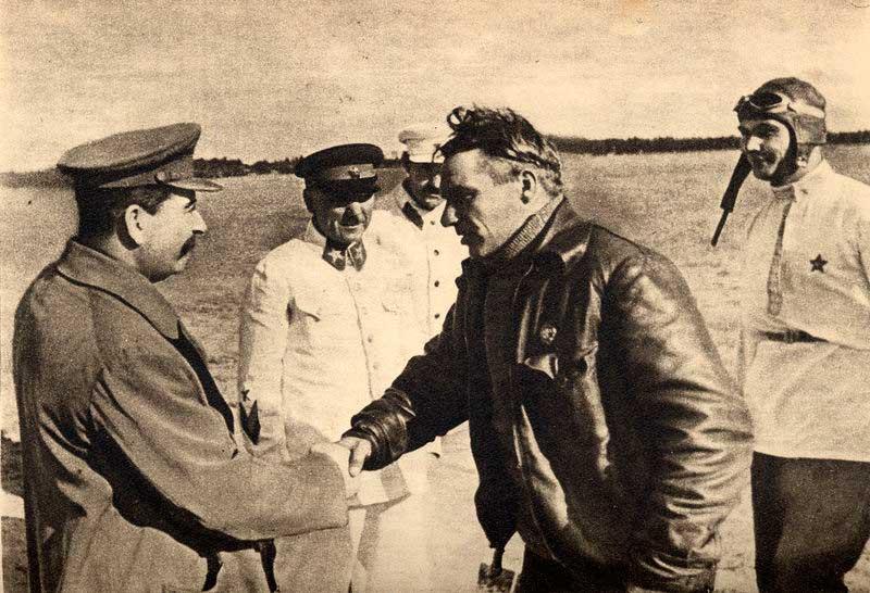 Солженицын и Сталин: кому ставить памятник?